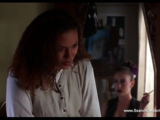 एलीसा मिलानो नग्न जहर आईवी 2