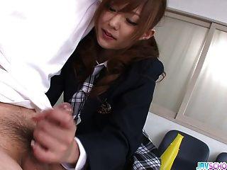 स्कूल लड़की मिकू एयरी ने मुंह में जिज़ के साथ विस्फोट किया