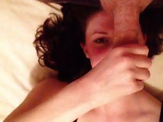 ब्रिटिश प्रेमिका मुझे बिस्तर पर wanking बंद