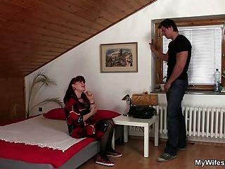 पत्नी एक साथ मिलकर उसकी माँ और उसके बीएफ पाता है