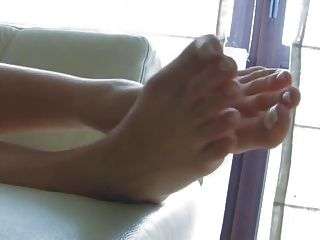 बहुत खूबसूरत पैर के साथ अद्भुत गोरा