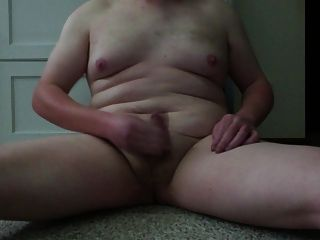 मोटा युवा सफेद लड़का मरोड़ते और कमिंग
