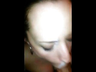 युवा सह वेश्या चाहता है कि उसके चेहरे पर गर्म सह