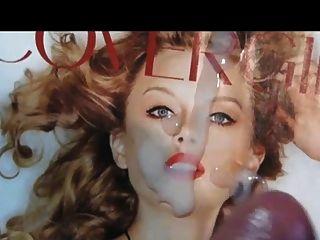 टेलर स्विफ्ट एक चेहरे श्रद्धांजलि सह तस्वीर हो जाता है
