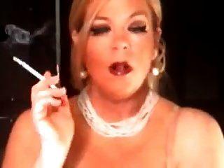 गर्म परिपक्व कौगर 120 धूम्रपान अकेले