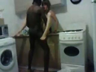 रूसी पत्नी काले और सफेद लंड पसंद करती है!