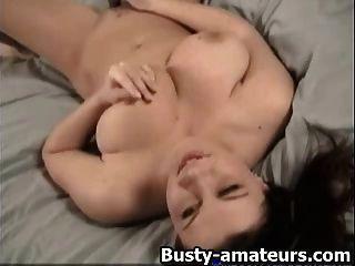 busty सारा उसे बिल्ली toying प्यार करता है