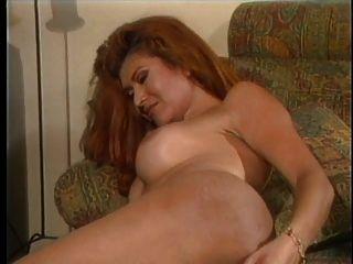 लड़की उसके गधे में dildo जगहें