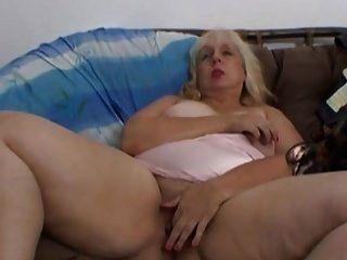 बीबीडब्ल्यू बदसूरत कुतिया masturbates