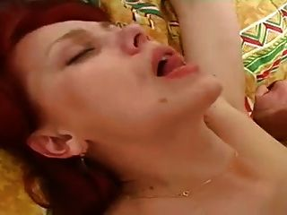 इरीना युवा लड़के 02 के साथ fucks
