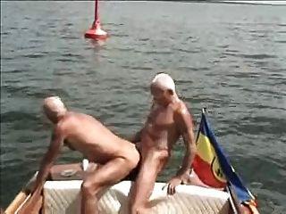 डेरे बडेमैइस्टर मेन फ्रंड