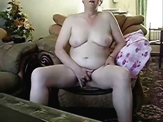 कैम के सामने हस्तमैथुन करने वाली बड़ी महिला
