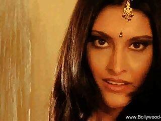 सुंदर बॉलीवुड भारतीय गर्म महिला गर्म