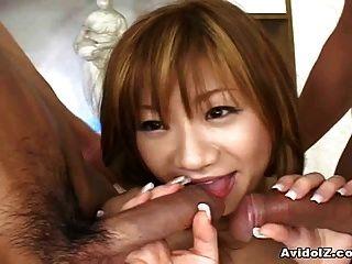 जापानी किशोर फूहड़ fucked द्वारा दो सींग का बना हुआ लोग