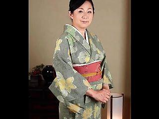 परिपक्व जापानी महिलाओं