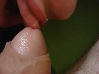 धीमी कामुक चाटना और चूसना