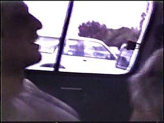 गोरा बाहर एक कार में गड़बड़