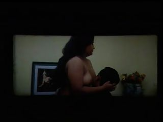 मॉलु बस्टी अनी टॉपलेस