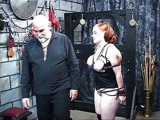 एक मोटी लाल वाली फूहड़ उसके स्तन निचोड़ा अच्छा हो जाता है