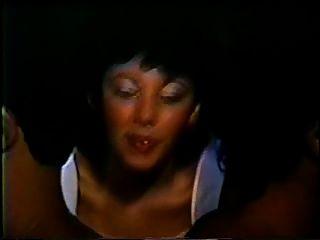 युगल मुल्लर ई उम पॉनी (1 9 87) डबल हाथों वाला दृश्य