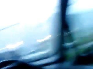 ब्रिटिश फूहड़ कार में चूसने