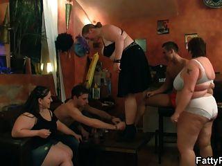 तीन BBW sluts नृत्य और सिर दे