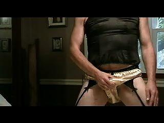 panty लड़का सोना साटन जाँघिया भाग 1 में खेलता है