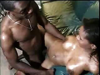 बड़े स्तन के साथ कारमेल गड़बड़