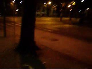 सड़क में चमकती