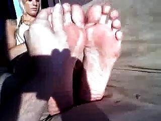 बड़ा पैर भाग 1 के साथ लंबा गोरा