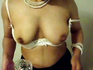 दूध से भरा स्तन