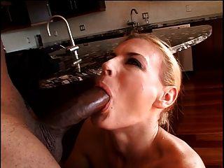 एक सेक्सी काले संवर्धन कमबख्त milf
