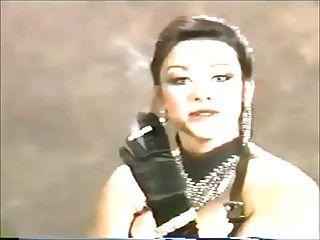 सुंदर मेरे (मेरे सपनों में) एक धूम्रपान बुत के साथ 90 के दशक में