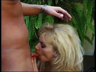 अच्छा स्वाभाविक रूप से सेक्सी गोरा कड़ी मेहनत और निगल