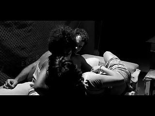 चूहा बुखार (2011) सेक्स के दृश्य