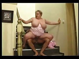 बीबीडब्ल्यू फूहड़ सीढ़ियों पर गड़बड़