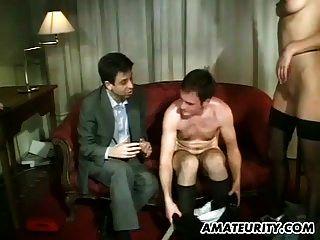 चेहरे के शॉट्स के साथ शौकिया गुदा समूह सेक्स