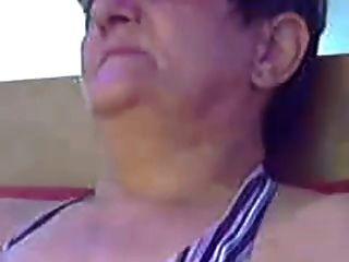 वेब r20 पर बालों वाली दादी