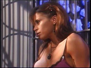 बड़े स्तन आकर्षक में fishnets उसके बड़े स्तन गुलाम के साथ आनंद ले