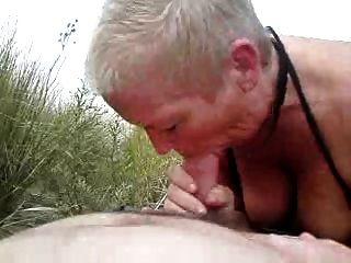 समुद्र तट पर चूसना प्यार ............