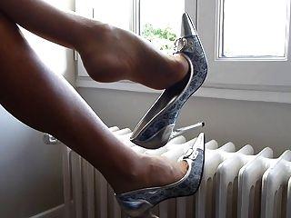 चांदी के जूते और अल्ट्रासेशर पैन्थॉउस के साथ झूलते हुए