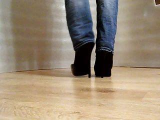 ऊँची एड़ी के जूते में चलना