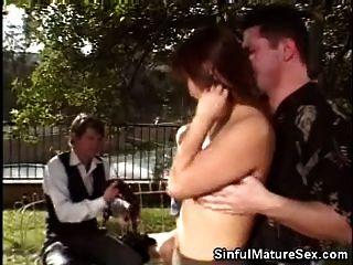 परिपक्व एशियाई बेब blowjob