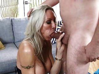 बड़े स्तन blowjob और cumshot के साथ milf