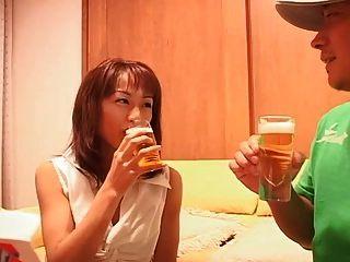 पिकमेन्स द्वारा लड़की 1 प्यारी पीने