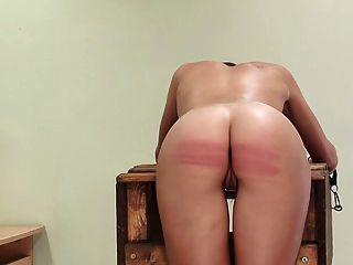 बुरी लड़की को दंडित किया