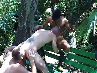 पार्क में कमबख्त