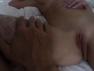 फिट गोरा क्लेयर पीओवी groped हो जाता है