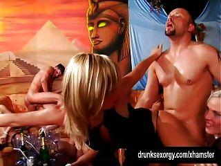 एक बकवास पार्टी में टक्कर लगी है बुरा bitches