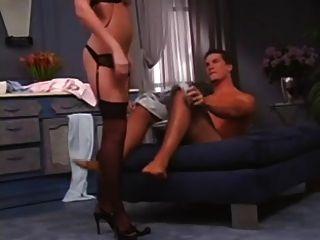सेक्सी रेड इंडियन उसके प्रेमी को प्रसन्न करती है